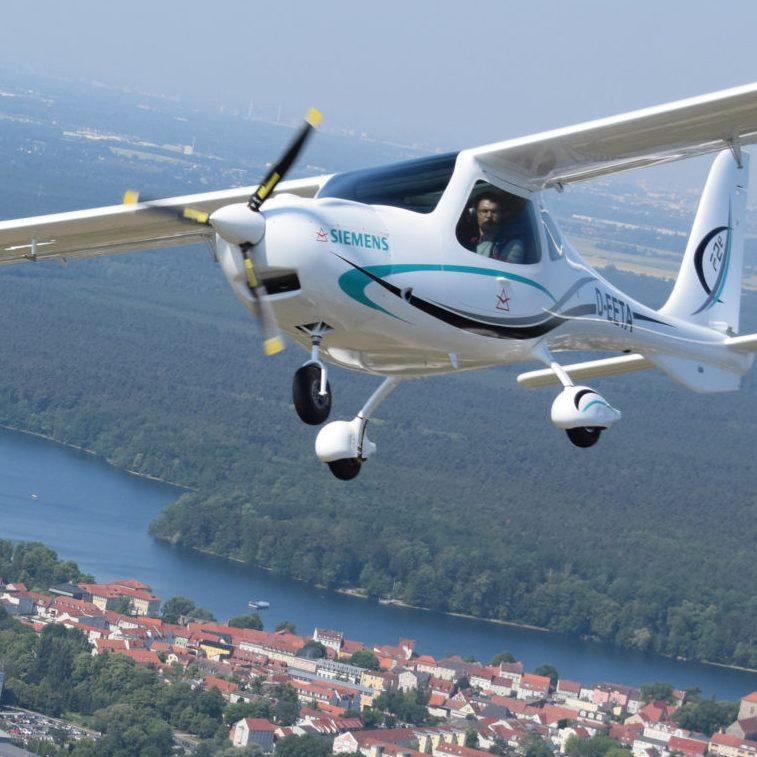 FLIGHT DESIGN F2E – THE FIRST PUBLIC FLIGHT